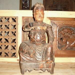 明代关帝木雕像