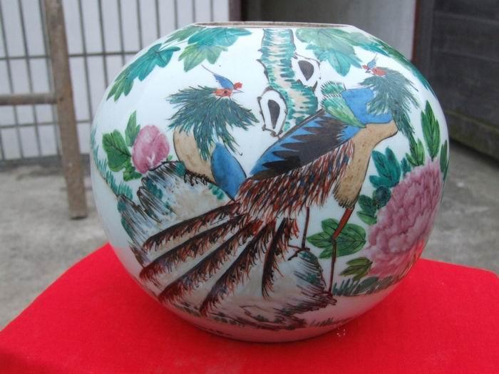 釉上彩孔雀牡丹花瓷罐