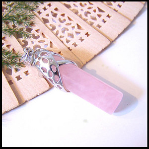 天然粉水晶吊坠
