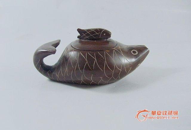 木鱼石巧雕鲤鱼形茶壶