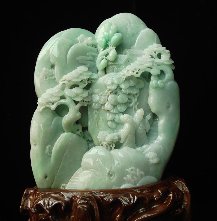(不连底座尺寸),巧用整块翡翠原石雕刻仙鹤,松树,寿星翁.