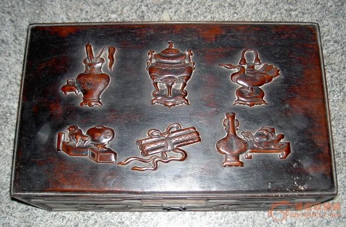 红木雕刻的暗八仙图盒子