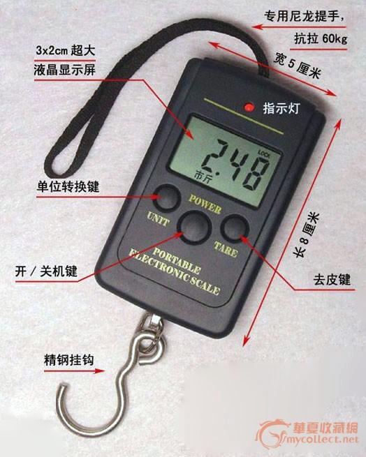 促销微型电子手提秤,基本规格: 1、外观新颖,小巧玲珑,方便携带。量程有5g、10kg、20kg、40kg多种,一价直销。 2、三键位设计:POWER、TARE、UNIT。按键采用凹陷型大圆面设计,手感舒适同时也能减少携带时的误操作。 3、键位功能:PWOER是开关键,TARE是清零去皮,UNIT是单位转换,长按三秒就会显示环境温度,误差正负2摄氏度。开启锁定功能:开机后按住TARE不放(三秒到五秒),显示L-ON即锁定。再按TARE显示L-OF即取消。 4、单位转换,有kg/lb/oz多个单位可供选择。