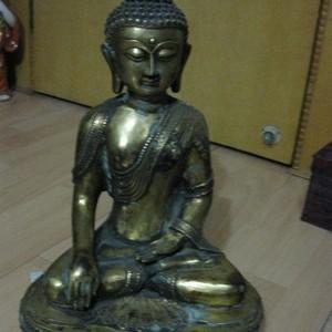 老铜菩萨一尊。高40厘米。重12.3斤。