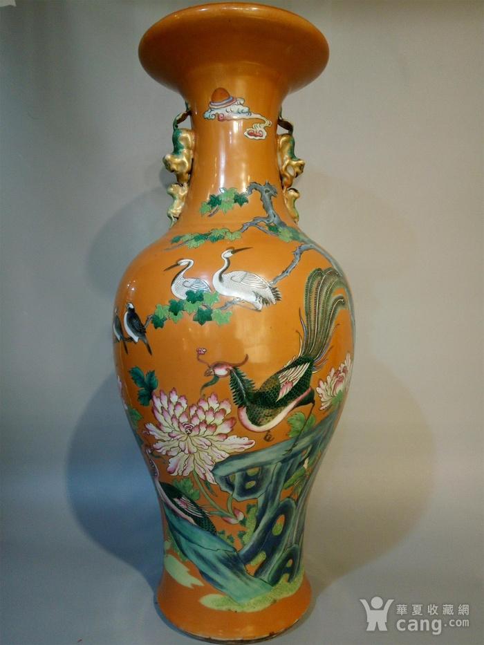 清代晚期珊瑚红地粉彩大瓶
