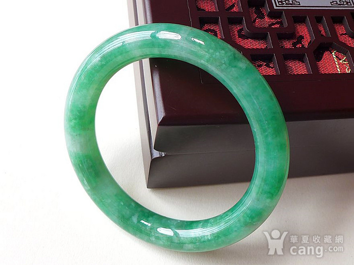 缅甸天然a货翡翠~精美辣绿圆条手镯一元拍