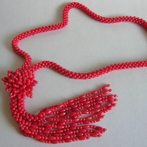 漂亮的红珊瑚项链