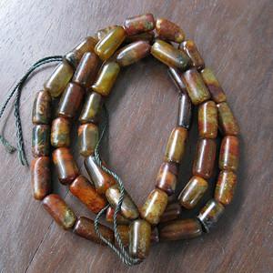 玛瑙玉老桶珠串