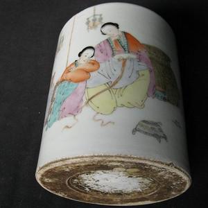 【收藏级】民国浅绛彩双乔人物笔筒 [汪章款]