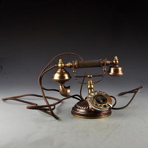 老式黄铜电话机