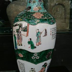 【季度大拍】清绿地五彩开窗人物瓶