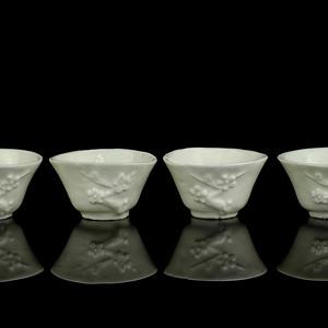清中期德化窑白釉梅花纹杯一组四只