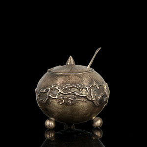 清代银质錾刻梅花纹小香盒