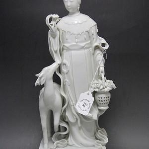 民国德化窑白釉麻姑瓷像