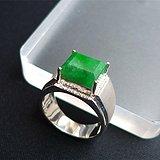 18k镶辣绿方形戒指