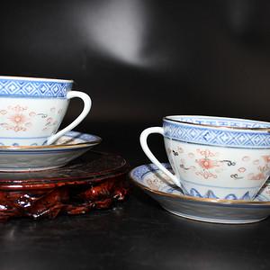 【金牌】青花釉里红描金玲珑茶杯2件套