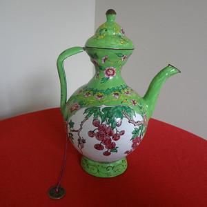 【金牌】【289】清晚期绿地开光花虫纹铜胎画珐琅茶壶