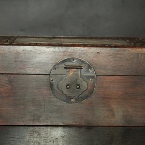 珍藏黄花梨鸳鸯戏水镂空木箱