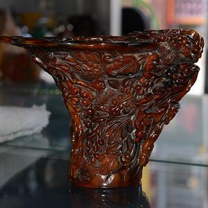 牛角 精雕松鼠葡萄 爵杯