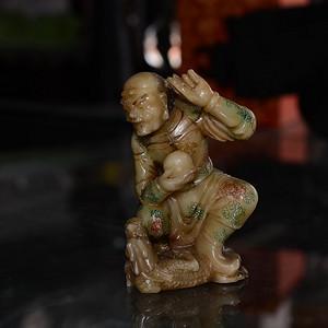 寿山石芙蓉石 彩绘降龙罗汉 摆件