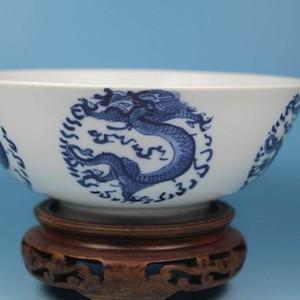 清代团龙纹碗