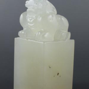 自藏  寿山珍品玻璃地寿山高山晶古兽大印章