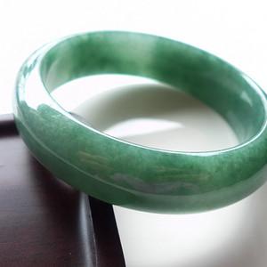 A货翡翠冰糯种手镯70.68g