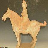 汉代出土彩陶人物骑马摆件