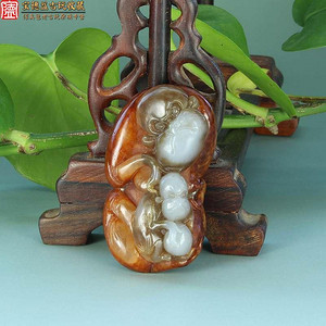 保真天然超美油润和田玉带羊脂白红皮籽料圆雕母子猴手把件配饰