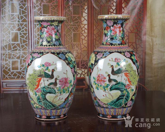 景德镇文革老厂瓷 精品 手工彩绘黑地万花开窗花鸟花篮瓶一对图2