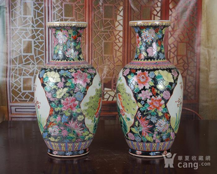景德镇文革老厂瓷 精品 手工彩绘黑地万花开窗花鸟花篮瓶一对图3