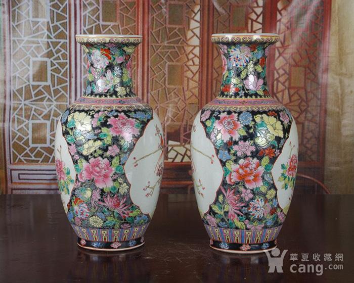 景德镇文革老厂瓷 精品 手工彩绘黑地万花开窗花鸟花篮瓶一对图5