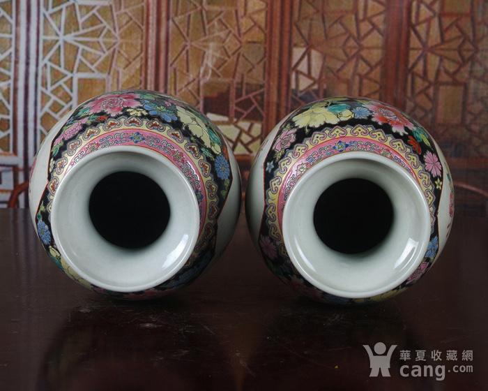 景德镇文革老厂瓷 精品 手工彩绘黑地万花开窗花鸟花篮瓶一对图6