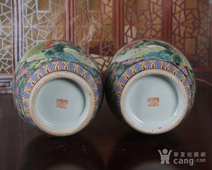 景德镇文革老厂瓷 精品 手工彩绘黑地万花开窗花鸟花篮瓶一对图7
