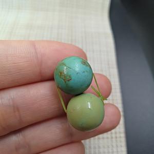 【联盟】原矿三无十堰绿松石裸石圆珠一对,极品高瓷蓝