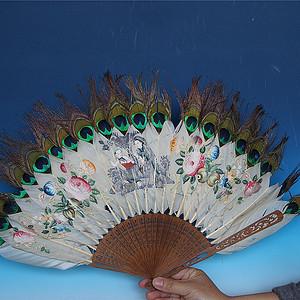 民国孔雀羽毛绘画檀香小姐扇