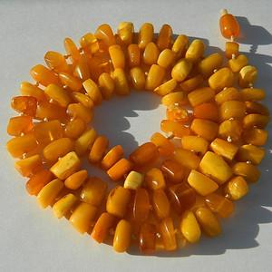 联盟/ 大几十年的鸡油黄老密蜡原装项链