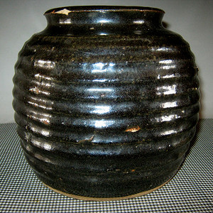 辽金黑釉旋纹罐