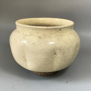 北宋磁州窑白釉瓜棱罐