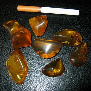 原矿金珀原石几块