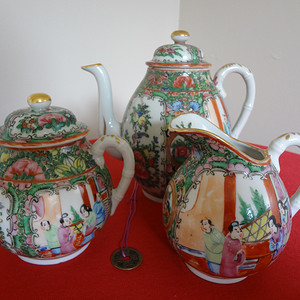 【钻石】【397-115】民国广彩人物故事纹茶壶、茶叶罐和滤杯三件套