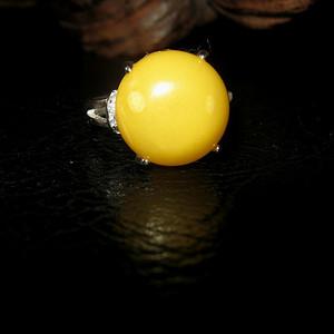 纯银镶嵌原矿蜜蜡戒指 (1号)