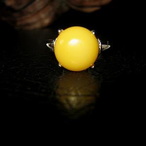 纯银镶嵌原矿蜜蜡戒指 (4号)