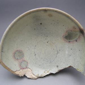 42.金元~钧窑带红斑碗瓷片