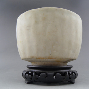 70.元代~粉青釉莲瓣钵式炉
