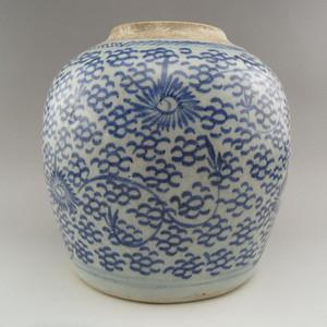 73.清乾隆~青花牡丹花卉罐