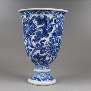 清-康熙花卉纹杯