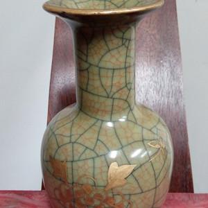 青釉描金花卉纹纸锤瓶