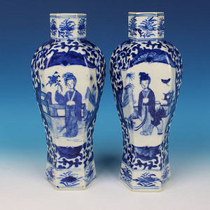 【季度大拍】清晚期青花开光仕女六方瓶2个