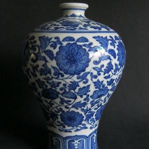 底款:大清乾隆.青花瓷赏瓶